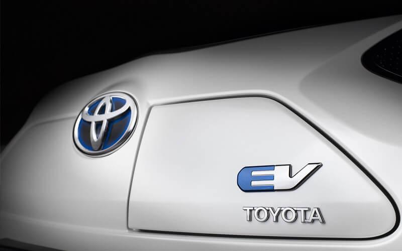 Toyota – reticență față de automobilele electrice sau strategie atent studiată?