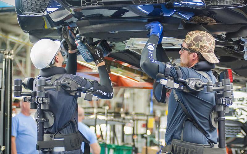 BMW adoptă costumele de Iron Man pentru producția de automobile